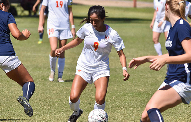 Marisa Ortiz dribbling her way to goal (Photo by Keith Moody)