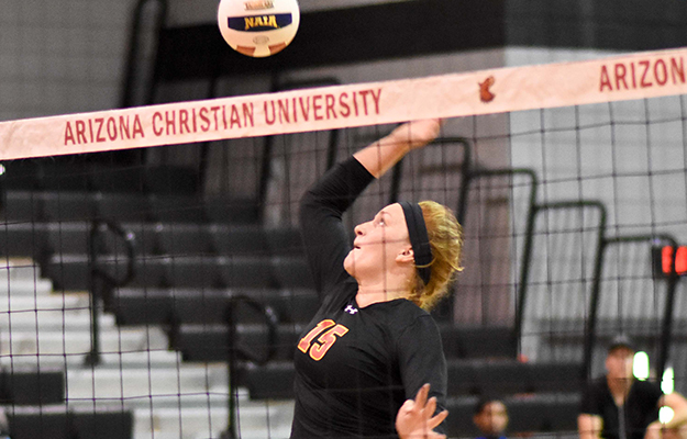 Toria Siemens attacking at the net (Photo by Keith Moody)
