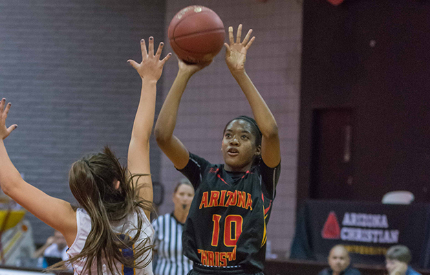 Jada Willingham scorched the nets at HIU for 28 points (Photo by Keith Moody)
